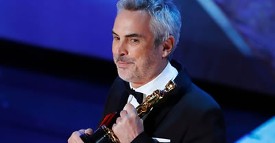Alfonso Cuaron with Oscar statue